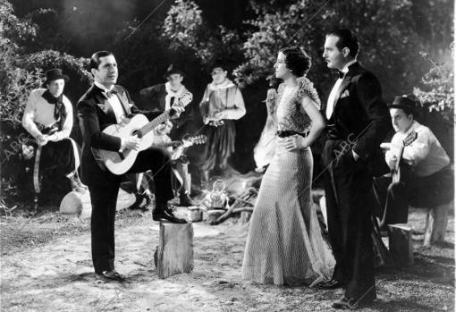 Carlos Gardel, en «Cuesta abajo» de Louis Gasnier